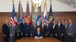 <!HS>트럼프<!HE>의 백악관에서 살아남다니…CNN이 분석한 사진 한 장