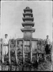 김유신 묘를 농부가 지키고, 지게꾼이 유물 옮겨... 미공개 1920~30년대 경주 문화재 미공개 사진들 엿보니