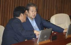 `<!HS>김무성<!HE>·정진석, '文 정부 정책 견제'초당적 토론기구 발족