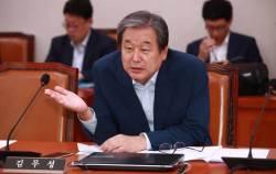 "<!HS>김무성<!HE> ""文정부, 국고 탕진 작정한 것 같다""…보수 통합 가능성 시사"