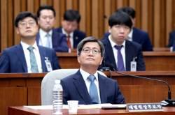 """김명수 """"판사 출신 <!HS>청와대<!HE> 법무비서관 사퇴 요구 생각해볼 것"""""""