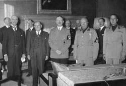 [채인택의 글로벌 줌업] 히틀러에 평화 구걸 체임벌린 … 2차대전 부른 '뮌헨의 교훈'