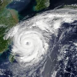제주도 16일 새벽부터 <!HS>태풍<!HE>으로 거센 비바람