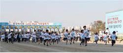 한국마사회 '기부 달리기' 100여명 참여…운동화 100켤레 기부