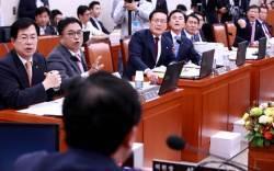 <!HS>세월호<!HE> 보고시간 조작 의혹 불똥...파행으로 얼룩진 농해수위 국정감사
