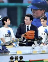 [사진] 이승엽 은퇴 기념 야구용품 전시
