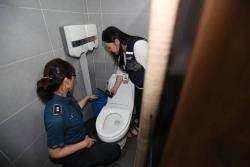 회식·워크숍 때마다 화장실에 몰카 설치한 회사원