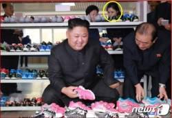 한 달 만에 공개 시찰 동행한 리설주…'남매정치' 김정은 여동생 <!HS>김여정<!HE>은 누구