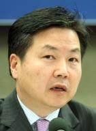 중소벤처부 장관에 홍종학 전 의원 … 청문회 넘으려 정치인 택한 듯