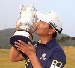 <!HS>태풍<!HE>이 흔든 골프대회 … 43세 황인춘 7년 만에 우승