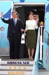 '모두를 빛나게 하는 불꽃' 평창올림픽 성화, 한국 도착