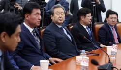 """<!HS>김무성<!HE>, 바른정당 집단탈당 시사?…""""5일 결론 낼 것"""""""