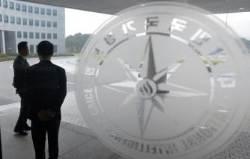 """술렁이는 국정원 직원들…""""폭탄 맞은 분위기"""""""