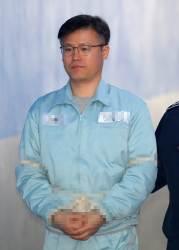 [속보] '<!HS>청와대<!HE> 기밀 유출' 정호성 전 비서관 징역 1년 6개월 선고