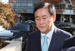 검찰, '국정원 특활비 의혹' 최경환 의원실 압수수색