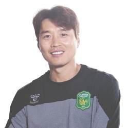 축구선수 이동국씨가 포항 지진 현장에 오는 사연은?