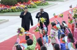 <!HS>시진핑<!HE> 주석이 인구 1500분의 1인 나라 정상과 손 맞잡은 이유는?