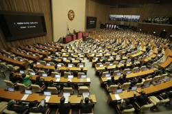 민주당, <!HS>박근혜<!HE> 탄핵소추안 가결 1주년 맞춰 탄핵백서 낸다