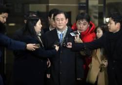 <!HS>최경환<!HE> 자유한국당 의원, 20시간 검찰 조사 끝내고 귀가