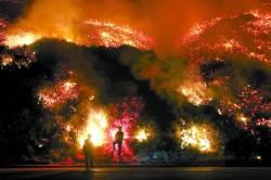 서울면적 태운 美 산불...<!HS>트럼프<!HE> '비상사태' 선포