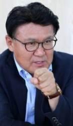 """황운하 """"법무부 차관급 50명···고급 호텔 음식점 들락날락"""""""