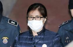 """검찰, 수뢰액 2배 벌금 구형 … 최순실 대기실서 """"아아아악"""""""