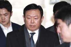 [속보]'경영비리' <!HS>신동빈<!HE> 회장, 징역 1년8개월 집행유예 2년