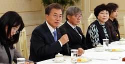 <!HS>문재인<!HE> 대통령, 하루도 채 안 돼 강규형 KBS 이사 해임 재가