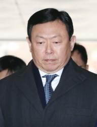 [구속 위기 넘긴 <!HS>신동빈<!HE> 롯데그룹 회장] 한숨 돌린 롯데 … '뉴롯데' 탄력 받나
