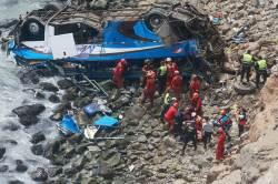 [<!HS>서소문사진관<!HE>]해안도로 달리던 버스 추락 36명 사망... 페루 새해 축하 여행객들 참변
