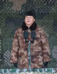 [<!HS>서소문사진관<!HE>] 시진핑<!HS>,<!HE> 새해부터 군복입은 이유