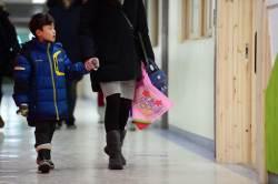 [<!HS>서소문사진관<!HE>]두근두근... 설레는 예비 초등생의 첫 등교