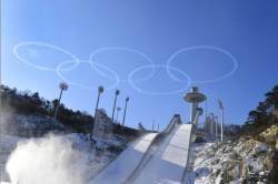 [<!HS>서소문사진관<!HE>]'올림픽 성공 기원' 평창 하늘에 뜬 블랙이글스