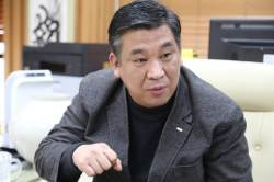 """""""700만 소상공인 대표를 <!HS>청와대<!HE> 만찬서 빼버리다니"""""""