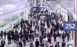 개장 첫날 5만 명 이용··· 인천공항 2터미널 직접 가보니