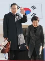 """""""김윤옥 여사 특활비로 명품 구입""""…MB측 """"명예훼손 고소 할 것"""""""