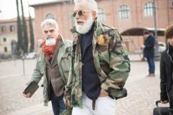 [더,오래] 겨울 남자의 패션 완성은 머플러