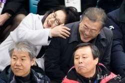 <!HS>문재인<!HE> 대통령 부부의 다정한 평창올림픽 경기 관람