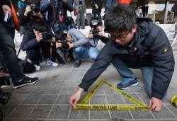 [서소문사진관]이명박 전 대통령의 포토라인