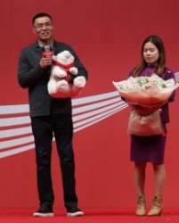 철인 신의현, 대통령 전용기로 아내의 나라 베트남 방문