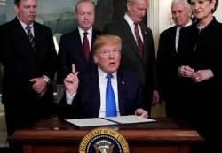 트럼프, 중국산 수입품에 '관세폭탄' 서명…무역전쟁 선포
