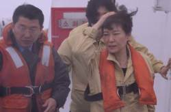 박근혜, <!HS>세월호<!HE> <!HS>참사<!HE> 당일 침실서 나와서 한 첫마디