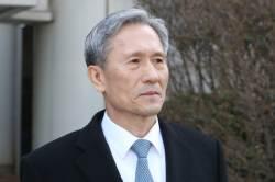 김관진 전 국방장관 오늘 첫 재판…'軍 사이버사 정치관여' 혐의