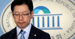 """""""댓글조작 연루 의원은 김경수""""…김 의원 """"사실무근"""" 한밤 회견"""