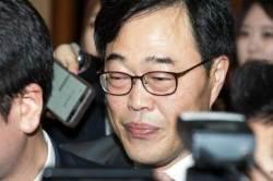 김기식 사퇴… 자신의 발목 잡은 '표리부동' 행태들