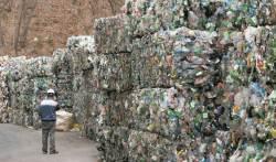 중국發 '쓰레기 대란' 또 오나…연말부터 페트병 수거 어려울 듯