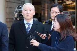 檢, '특활비 상납 혐의' 박근혜 정부 국정원장들에 징역 5~7년 구형