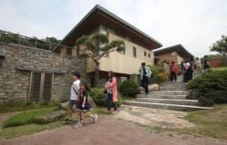 <!HS>노무현<!HE> 전 대통령의 봉하마을 자택, 시민들에게 개방