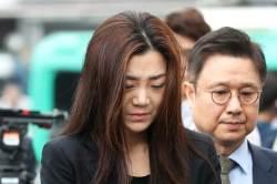 """조현민 """"유리컵, 사람 없는 우측 45도 벽으로 던져"""""""