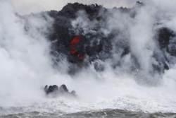 [서소문사진관] 태평양 덮친 하와이 용암...독성가스 담은 '레이즈(Laze)' 하늘로 퍼져